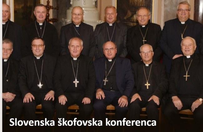 """Slovenski škofje od žrtev spolnih zlorab pričakujejo, da o storilcih javno molčijo do """"pravnomočno dokazane krivde"""""""