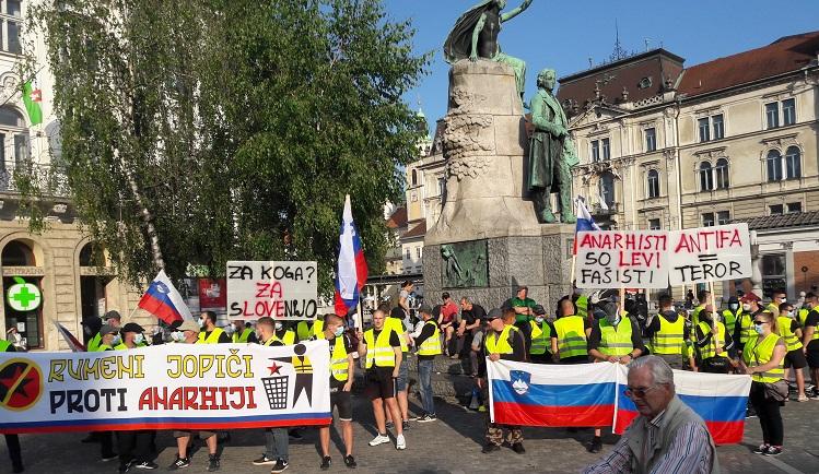 Rumeni jopiči vabijo na petkov protest proti anarhiji in rdečemu terorju