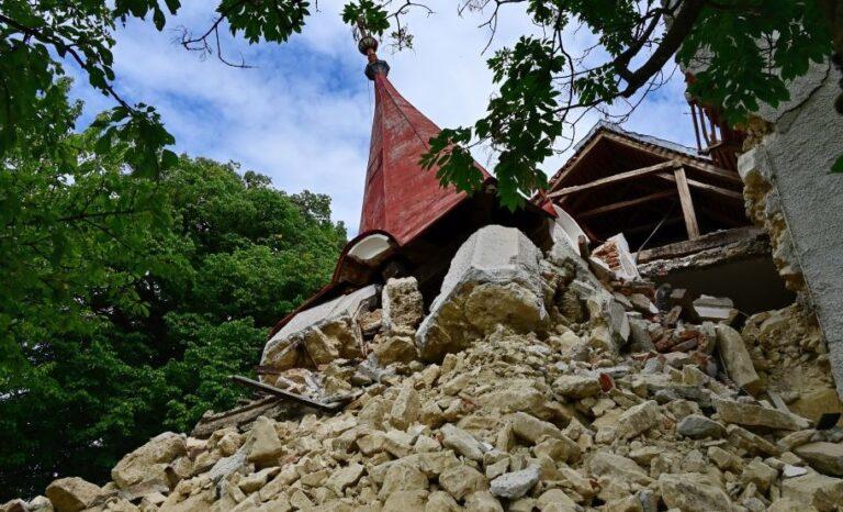 Na Malem vrhu pri Globokem se je porušila podružnična cerkev